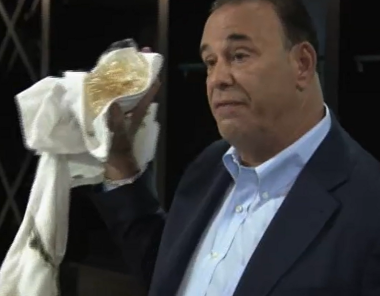 Jon Taffer turns around Artful Dodger on Bar Rescue