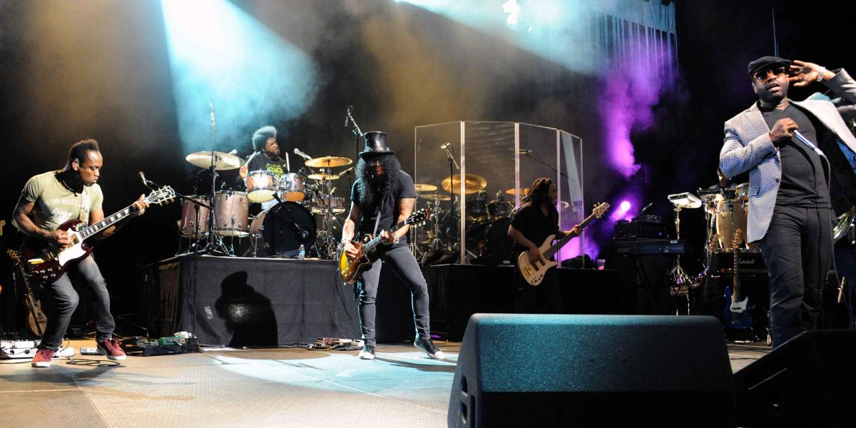 Slash performs with The Roots at Borgata