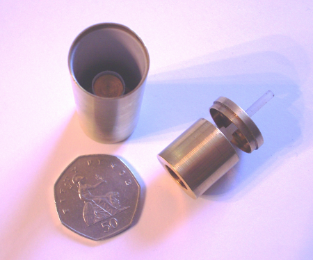Fig. 1: The newly developed tuneable microwave cavity sensor consists of a resonant microwave cavity weakly coupled to an amplifier with a large gain feeding into a Robinson-style limiter.