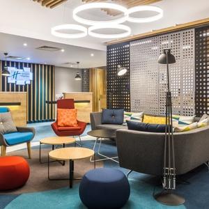 Holiday-Inn-Express-lobby