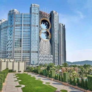 Studio-City-Event-Garden-Melco-Crown