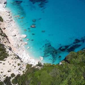 A picture of a beach in Sardinia, Italy.