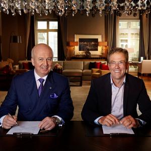 Dr. Jan Becker (CEO Porsche Design Group) and Marcus Bernhardt (CEO Steigenberger Hotels AG/Deutsche Hospitality)