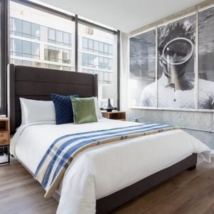 Sonder one bedroom apartment in Chicago