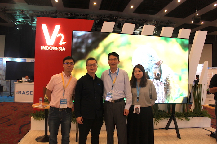 Calibre Team With V2 Indonesia CEO Rudi Hidayat .JPG
