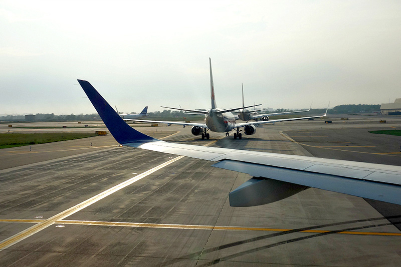 taxied airplanes at JFK Airport