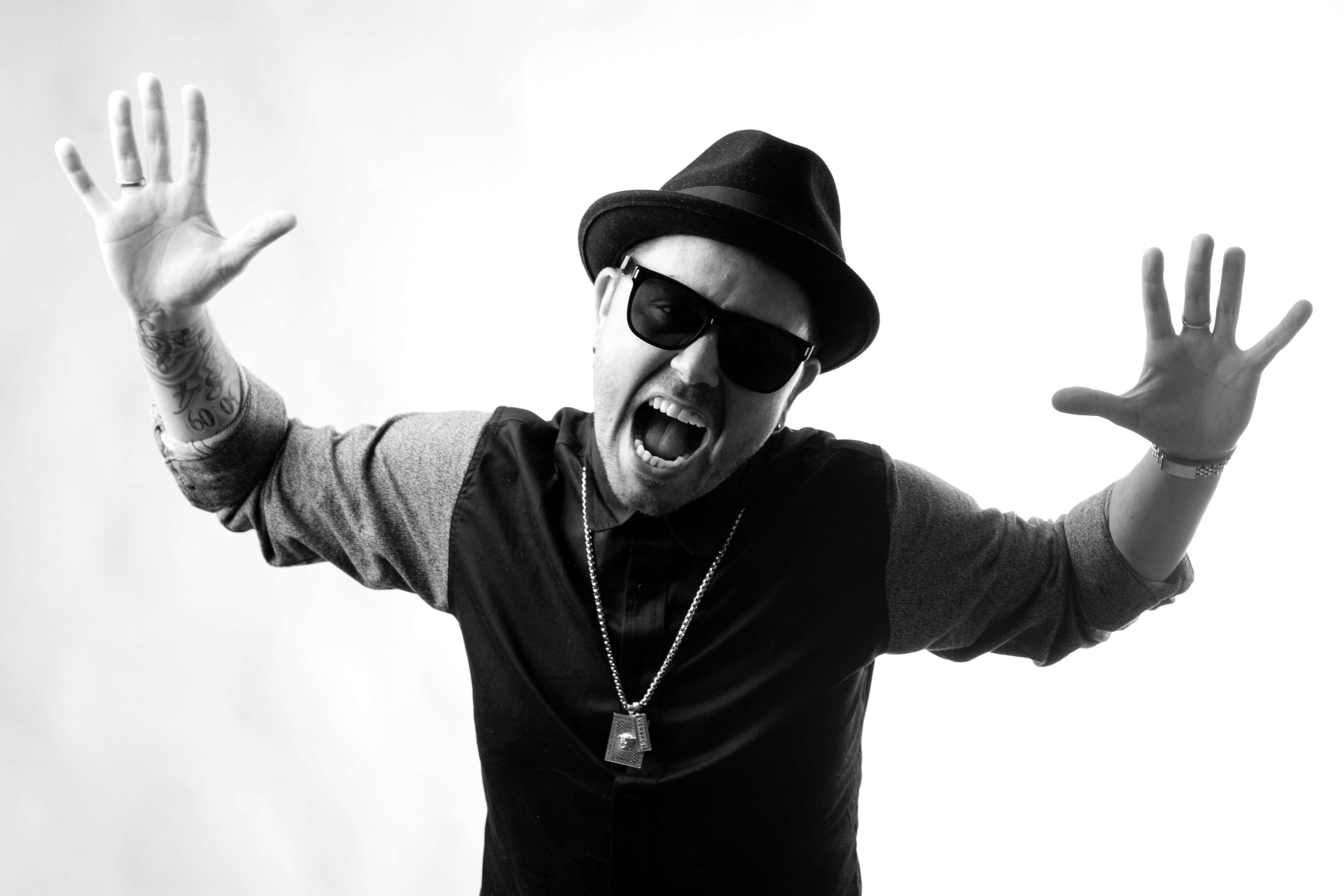 DJ Flowfly black and white - Meet the SKAM Artist