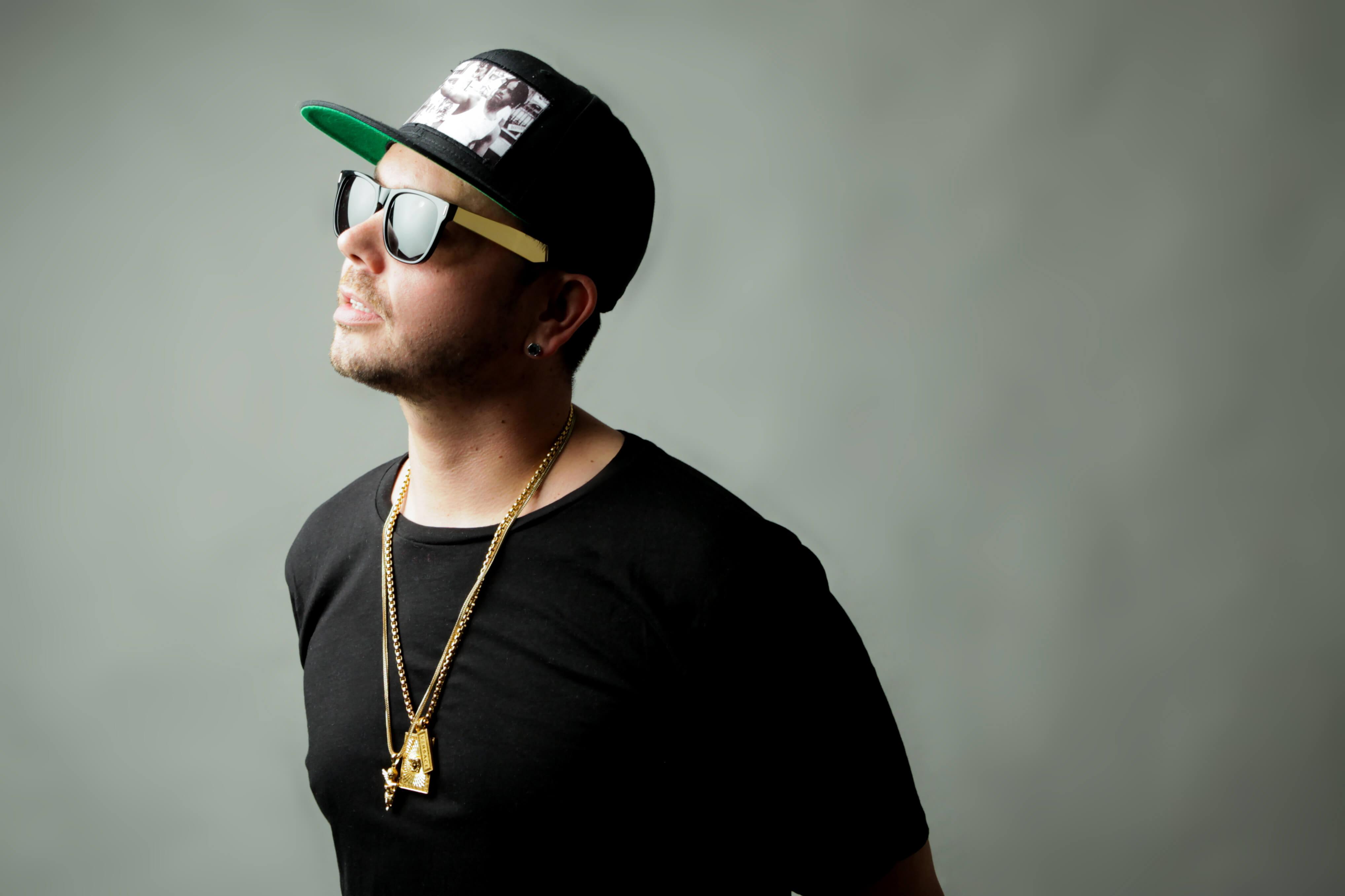 DJ Flowfly black baseball cap and sunglasses - Meet the SKAM Artist