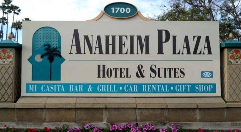 In part of the plan, the Anaheim Plaza Hotel & Suites would be removed to make way for a luxury 580-room hotel.