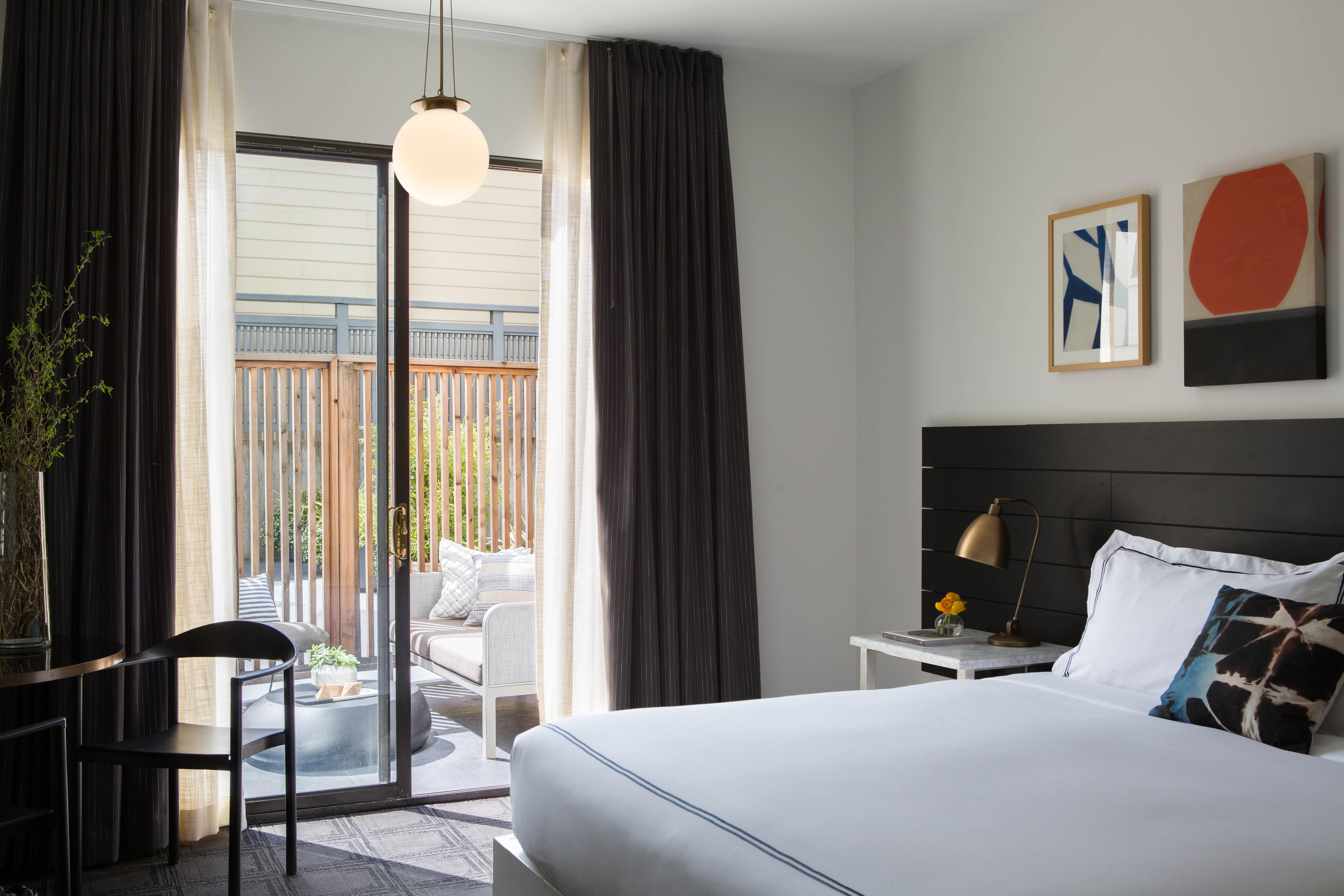 Hotel Buchanan Guestroom