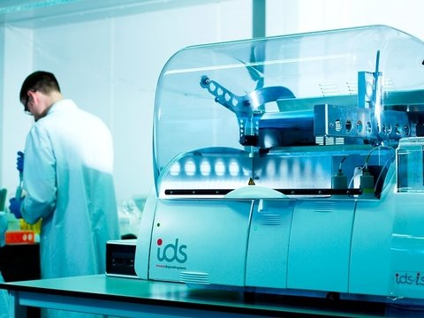Immunodiagnostic Systems' fully automated system for lab and clinic tests