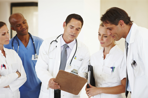 team of doctors and nurses talking