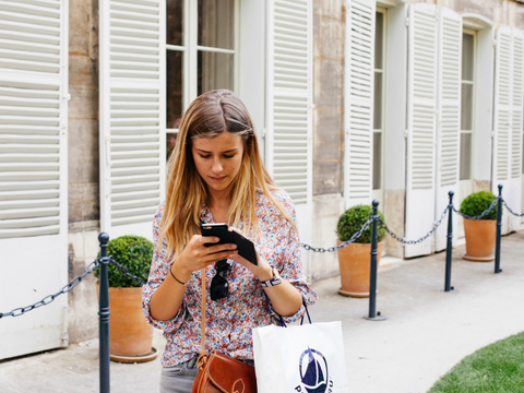 Shopper with smartphone