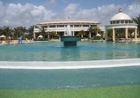 iberostar-grand-hotel-paraiso-pool