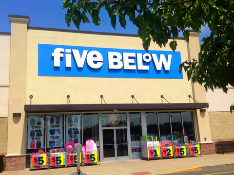 Five Below 800x600 Mike Mozart CC BY 2.0