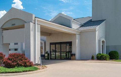 magnuson hotels rebrands nebraska howard johnson hotel. Black Bedroom Furniture Sets. Home Design Ideas