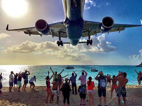 Maho Beach Plane Watching