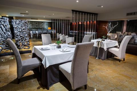 Grand Oasis Hotel Restaurant Wins Three Luxury Dining Awards