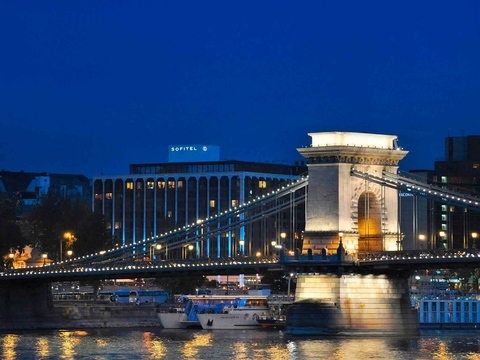 In a €75 million-deal, Starwood Capital Group has acquired Sofitel Budapest Chain Bridge Hotel from Orbis Hotel Group.