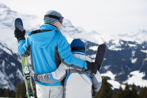 Family_Skiing/Credit_Sam Edwards/OJO Images/Getty Images/Getty Images