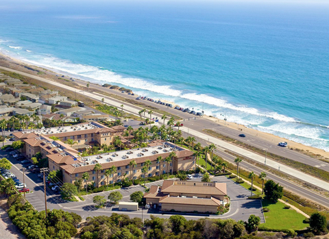 The hotel is located near surfing and golfing, as well as local attractions such as the Del Mar Racetrack, LEGOLAND California and the San Diego Zoo.