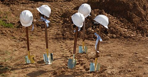 Ground breaking shovels