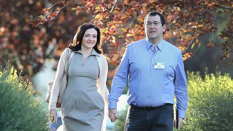 Dave Goldberg CEO of SurveyMonkey shown here in July 2014 with his wife Facebook COO Sheryl Sandberg died Friday of blunt force trauma to the head after falling on a treadmill according to media reports Photo by Scott Olson Getty Images
