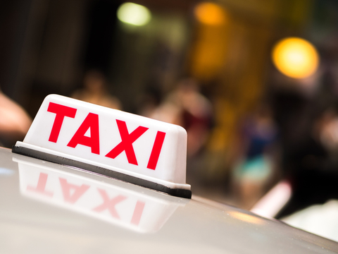 HKT will deploy a connected car solution and QR payment across Jumbo Taxi's entire fleet (image holgs / iStockPhoto)