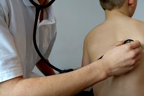 stethoscope listen lung