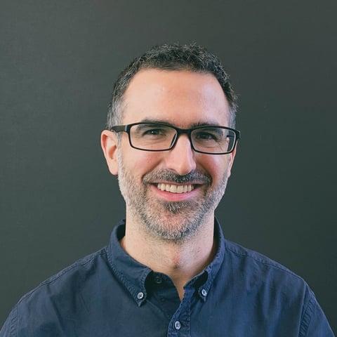A headshot of Dyno Therapeutics CEO Eric Kelsic