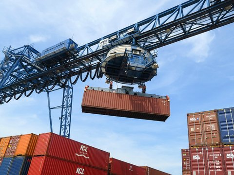 shipping container port