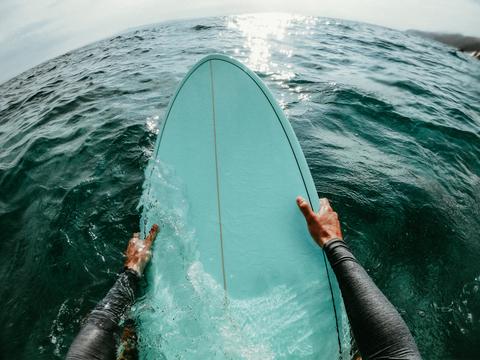 Surfboard surfing