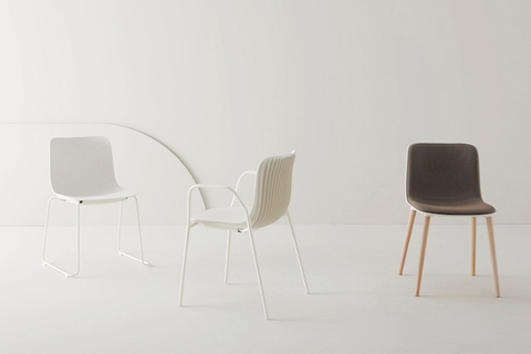 The chair – designed by Odo Fioravanti – was inspired by nature, specifically the body shape of a dragonfly.