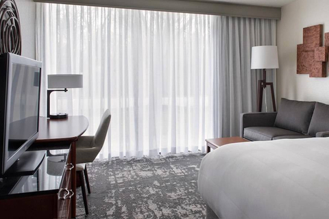Park Ridge Marriott unveils modern renovations.