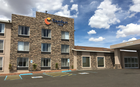 Front exterior of the Comfort Inn in Tonopah, Nev.