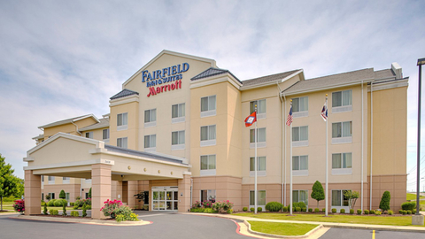The hotel exterior of the Fairfield Inn & Suites by Marriott Jonesboro