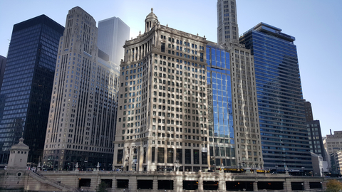 Union Investment acquired LondonHouse in Chicago from Oxford Capital via a sale-and-leaseback in April 2016.