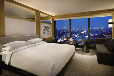 Bar Studio renovates Grand Hyatt Seoul's guestrooms and suites to maximize the panoramic city vistas.