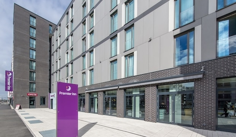 UK hospitality company Whitbread has planned to separate its Costa Coffee chain from its hotel business Premier Inn to boost the café's competitive edge.