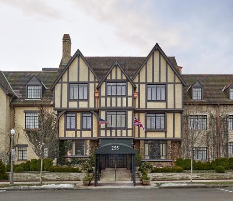 Deer Path Inn, Charlestowne Hotels