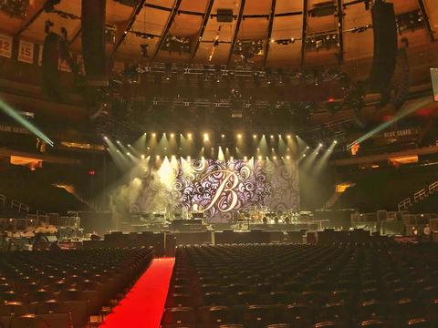 d&b line arrays and loudspeakers for Barbra Streisand