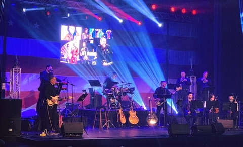 Jeff Hinton And CHAUVET DJ Reflect Two Distinct Styles In Johnny Cash/Neil Diamond Tribute Show