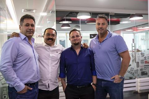 Robe SLS Dubai sls211132086 NR.jpg