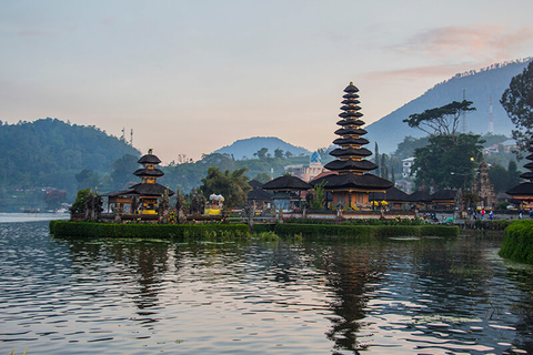 Pura Ulun Danu Bratan Bali - Helen_Field/iStock/Getty Images Plus/Getty Images