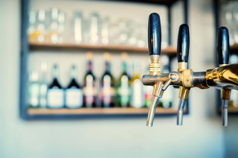 Cocktail tap system in a bar