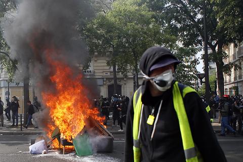 Paris riots by Black Bloc