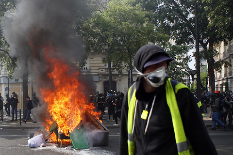 Paris riots by Black Bloc