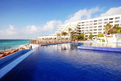Now Emerald Cancun Resort & Spa