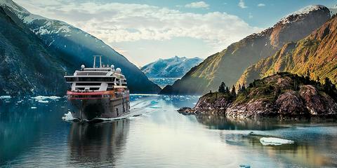 Hurtigruten'sRoald Amundsen