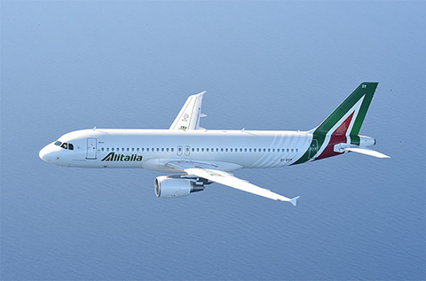 Alitalia A320 flying